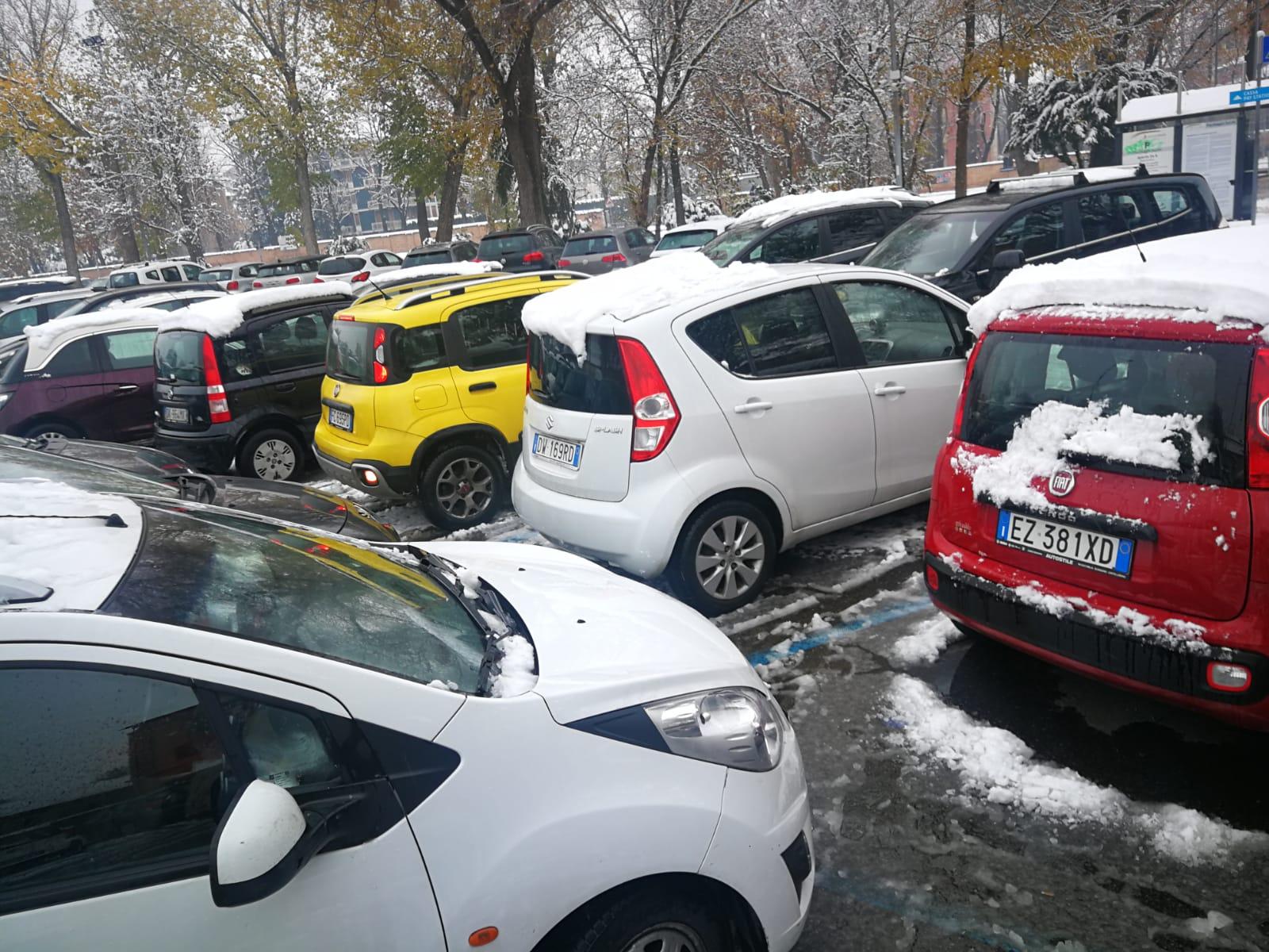 parcheggio-selvaggio-zucchi-reggio-emilia-neve-5